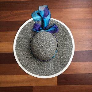 Accessories - Like new sun hat 🌞